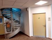 Inklusionsbuero-im-Verwaltungstrakt-1.-OG-am-Fahrstuhl-1