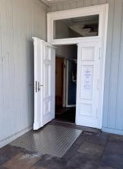barrierefreier-Eingang-des-Medienhauses-1